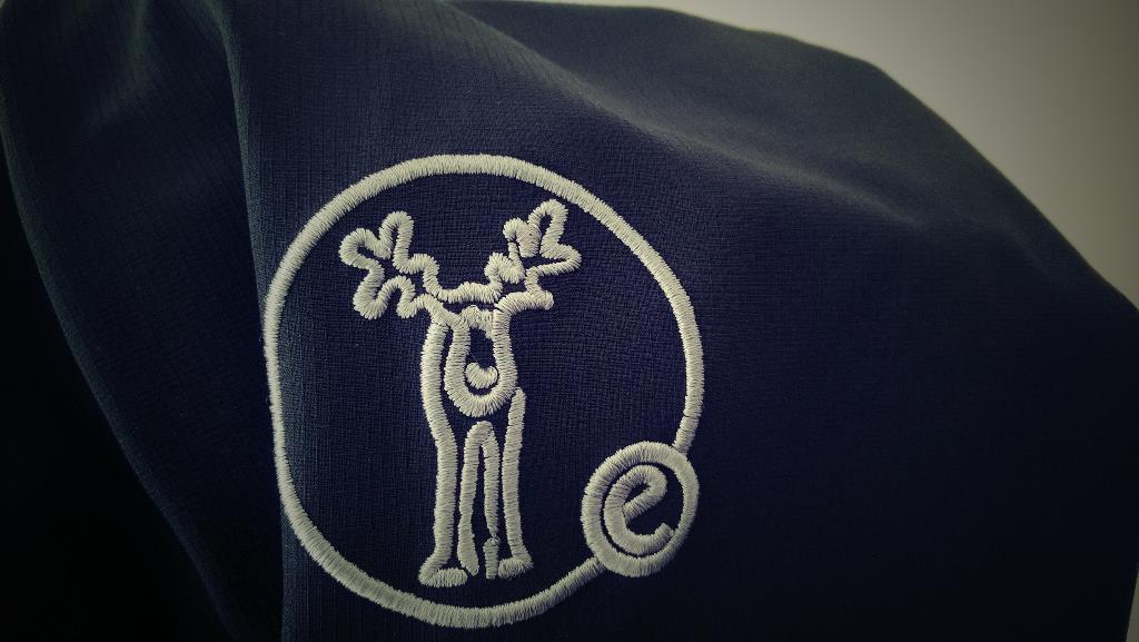 A hímzett logo minőségre utal