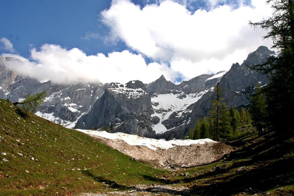 Május végi hó a völgyben.