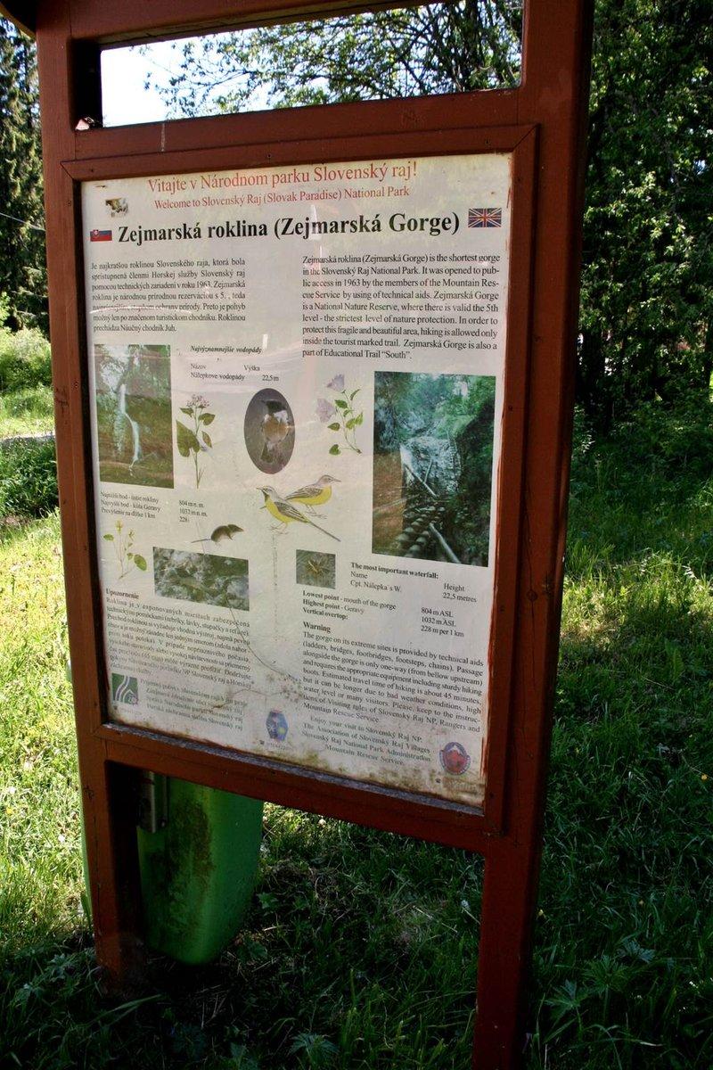 A Zejmár szurdok információs tábláját is megtaláljuk a szurdok bejáratánál