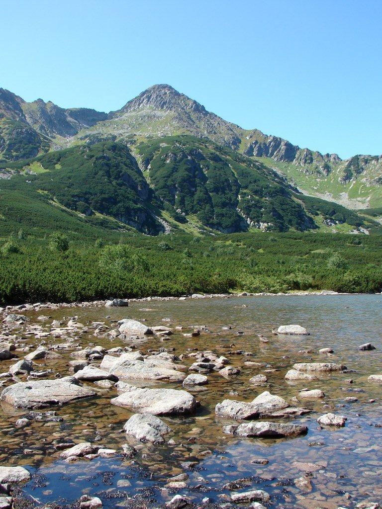 Fehérvíz parkolóból a Késmárki-Zöld-tó mellett a Nagy-Fehér-tóhoz
