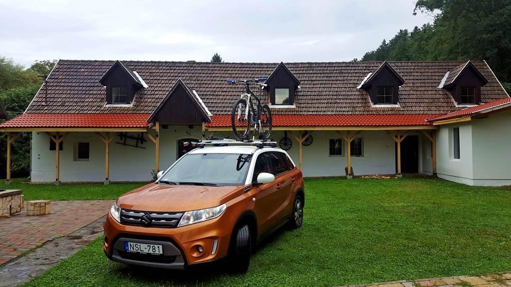 A Suzuki Vitara jól illeszkedik a vidéki környezetbe is