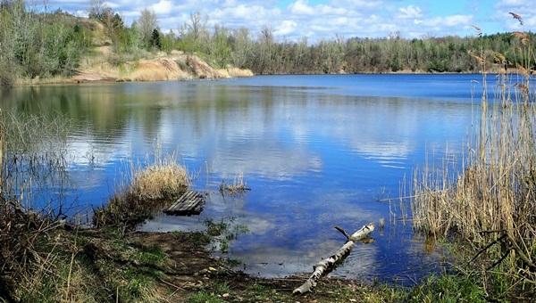 Vérteskert rejtett tanösvénye a Csuka-tóhoz