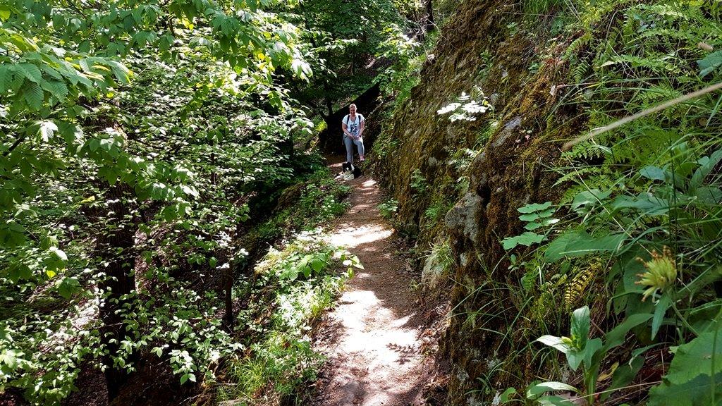Meredek sziklafal a Spartacus-ösvény felett