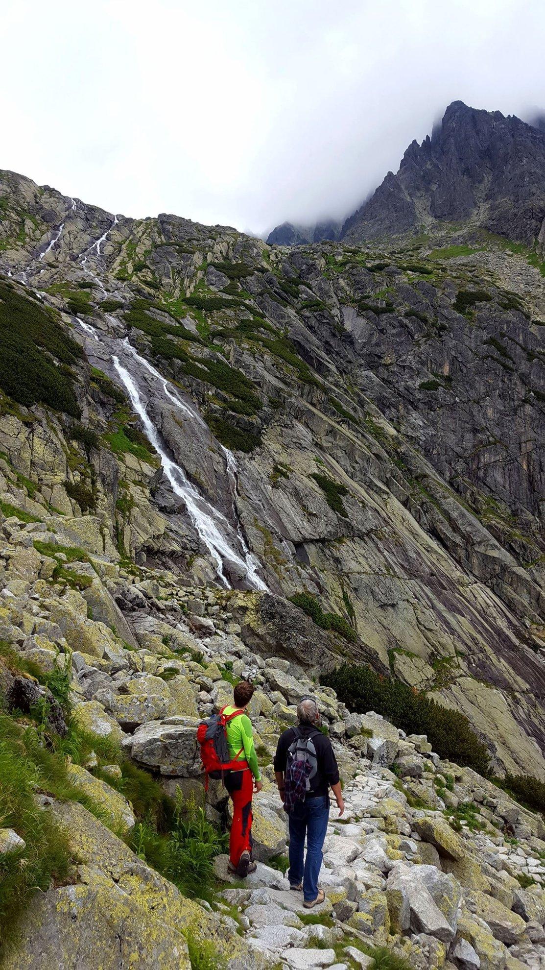 A Kis-Tar-patak magasról lezúduló vízesése