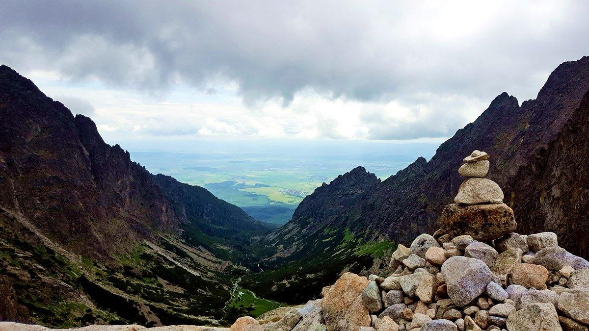 Visszatekintve a A Kis-Tarpataki-völgybe ez a látvány fogad