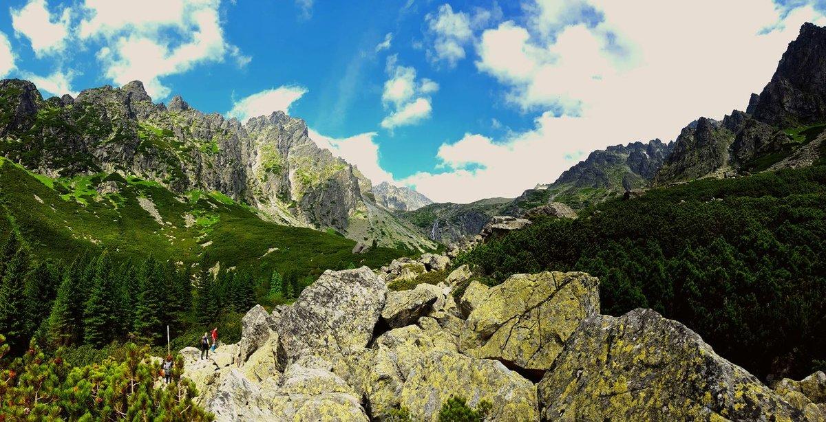 Amerre nézünk lélegzetelállító hegyek vesznek körbe