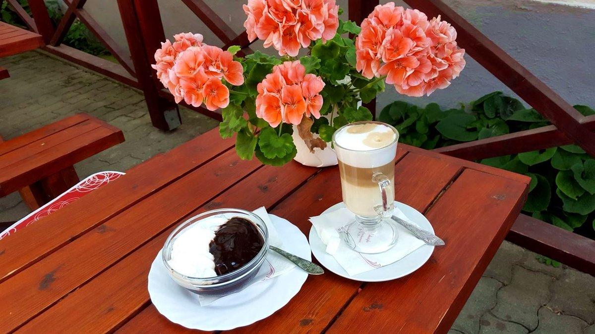 A Hilda cukrászdában már vár a megérdemelt kávé és süti, amely a túrázók és bringások törzshelye!