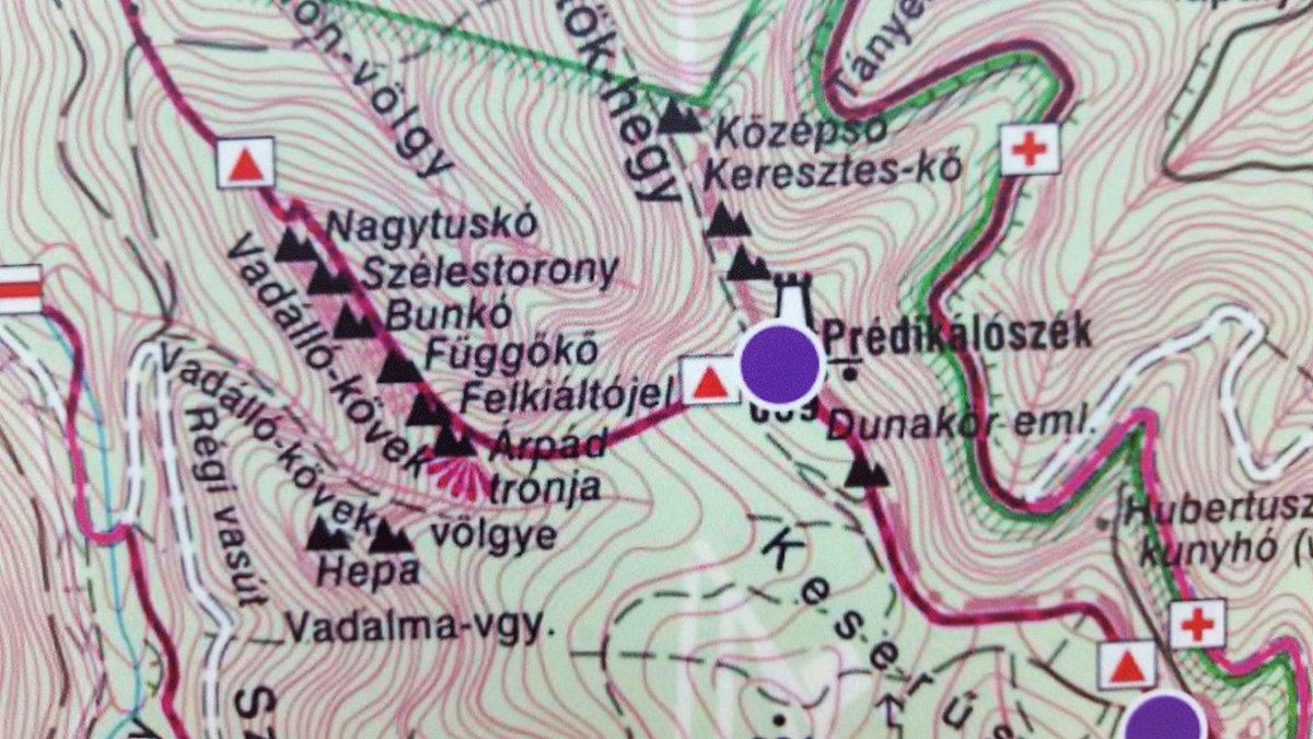 A Vadálló-kövek sziklatornyainak nevei