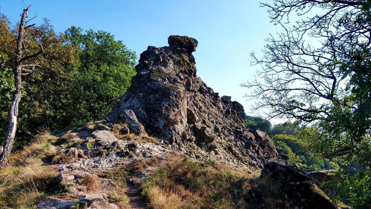 Megpillantjuk az első sziklaoszlopokat