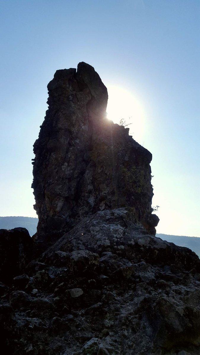 Lenyűgöző sziklaformációk tárulnak fel a szemünk előtt