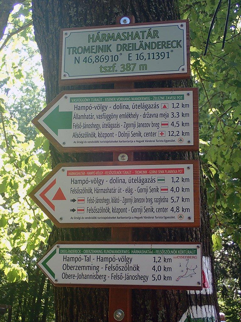 Hármashatár túraútvonal jelző táblák
