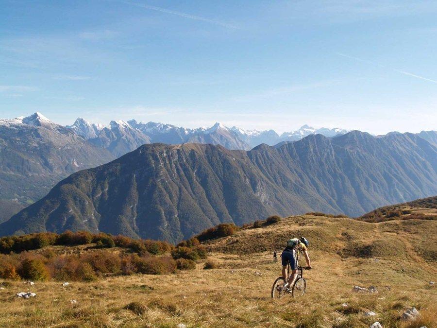 Úton a hegyekkel szemben