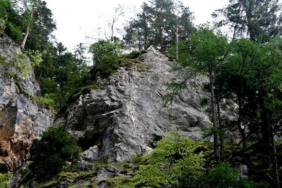 Silberkarklamm szurdokból visszanézve a Hias sziklafala
