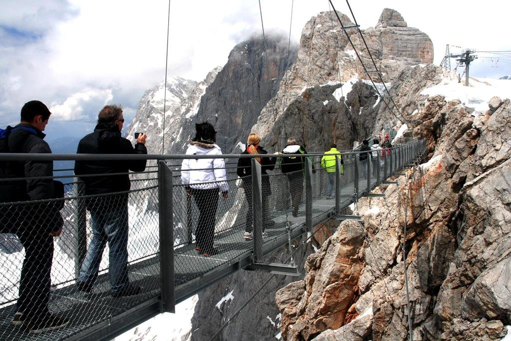 Függőhíd 2700 m magasan