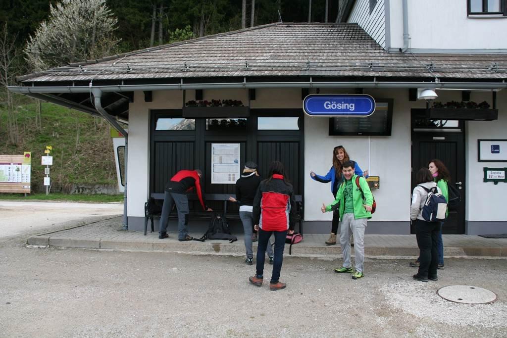 Mariazelli vasút állomása az Alpenhotel Gösing előtt