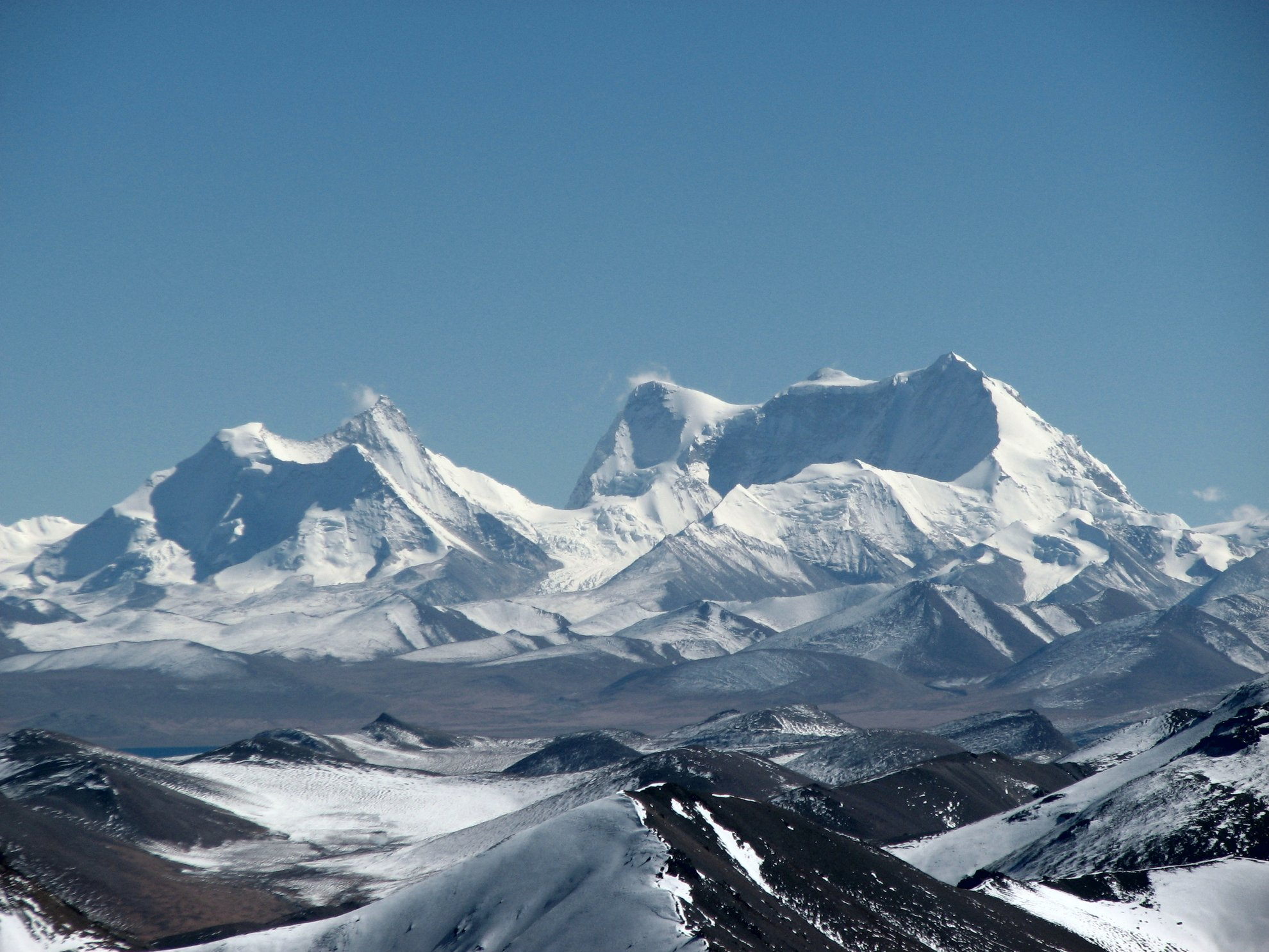 Karjiang 7221 m (balra)