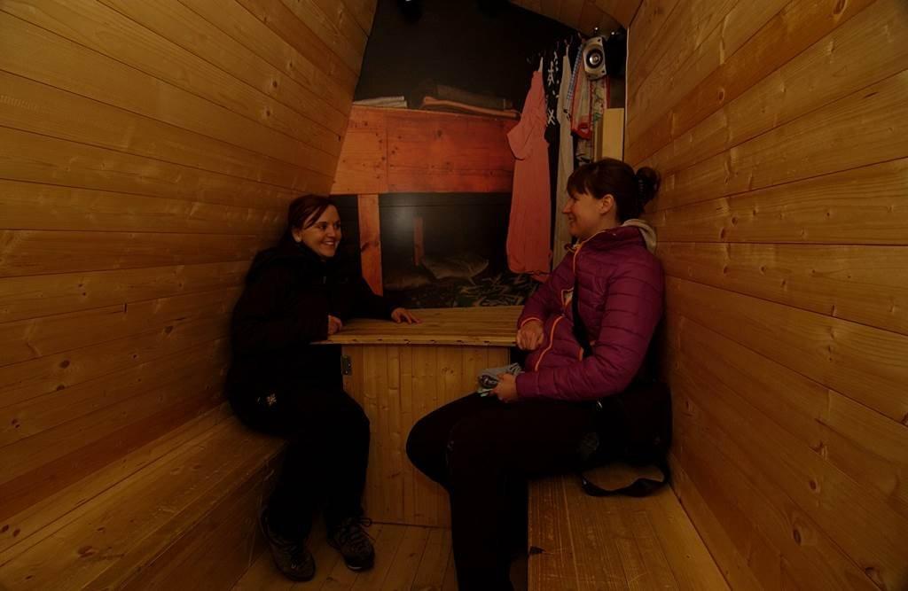.. néhol interaktív elemekkel tarkítva mutatja be az alpesi világot