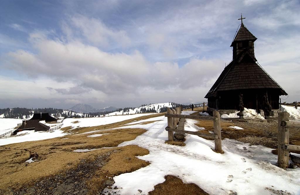 Saját kis templom is tartozik a faluhoz