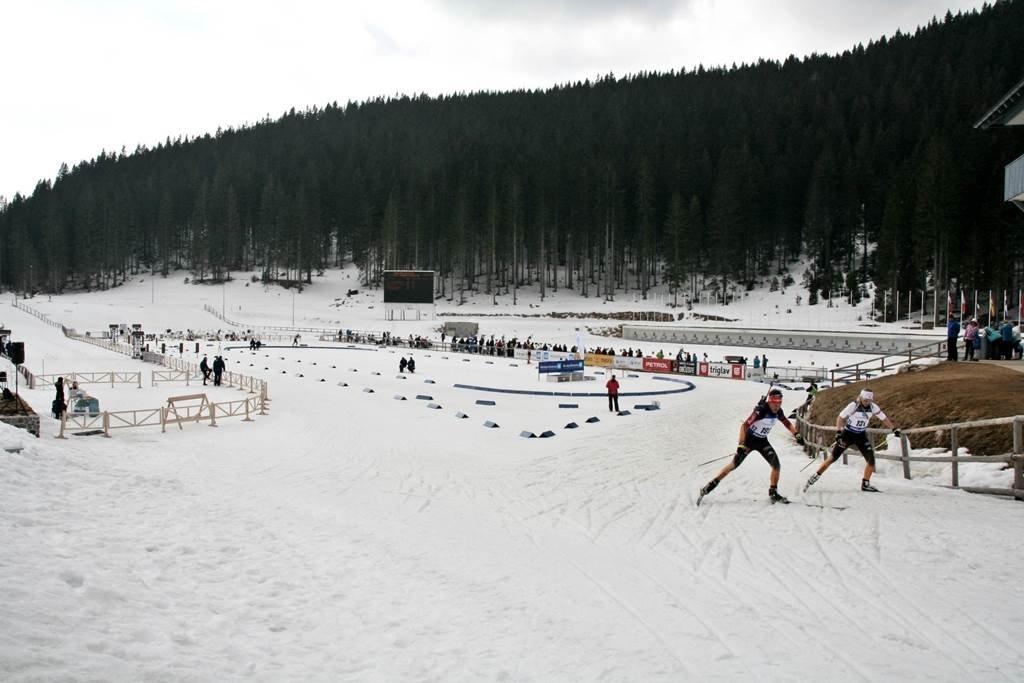 Biatlon verseny Szlovénia egyik legkedveltebb sífutó arénájában, Pokljukán