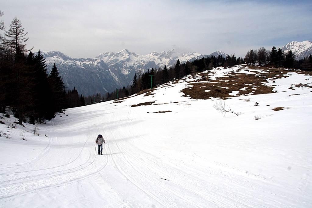 Velika Planinán már téli táj fogad, így neki is indulhatunk a hótalpas túrának