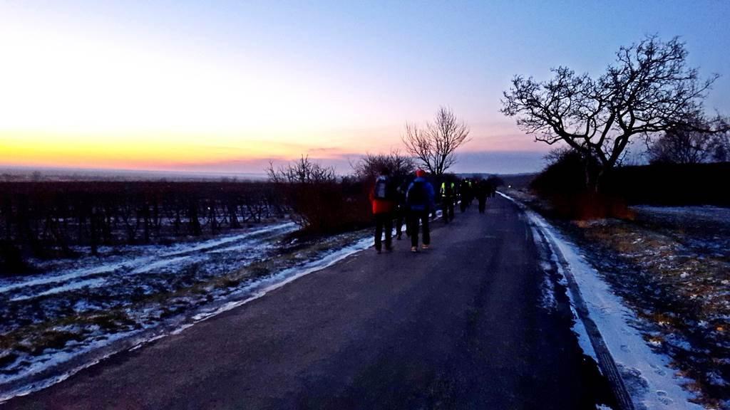 A nap reggel 7-8 között kel fel, kb. Fertőrákos környékén járhatunk ekkor.