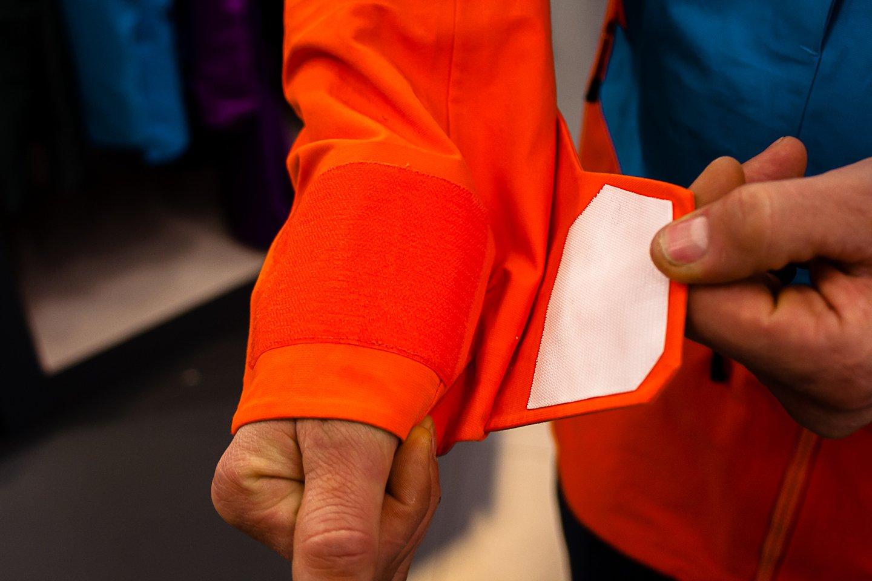 Elevation Shell Jacket - gigatépőzáras mandzsetta, kesztyűben is könnyen kezelhető