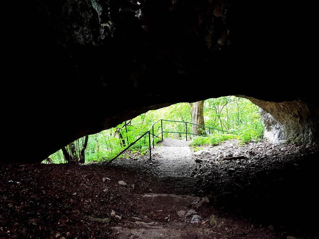 A Jászói barlang külső, beszakadt része