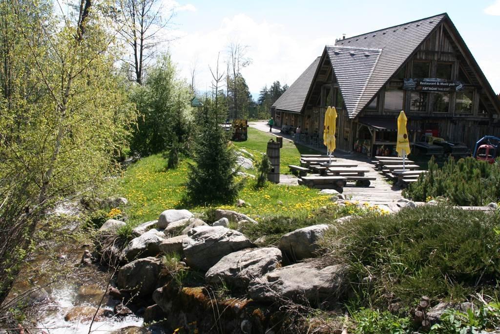 A Humno Tátralomnic egyik legfelkapottabb étterme és szórakozóhelye is egyben