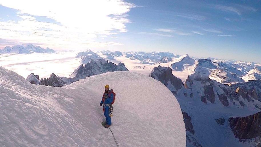Markus Pucher a Cerro Torre csúcsa alatt az egyik zúzmaragombán, 2015-ben. Itt fordult vissza.