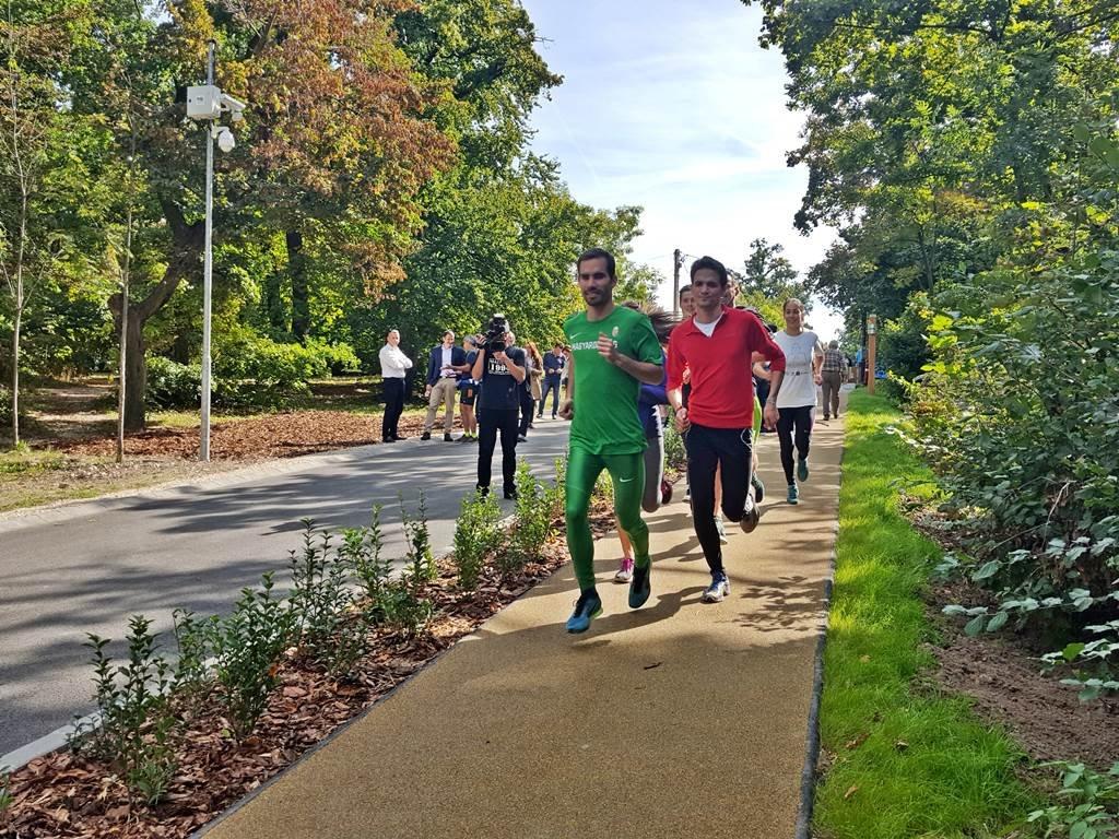 Az első futók is megérkeztek.