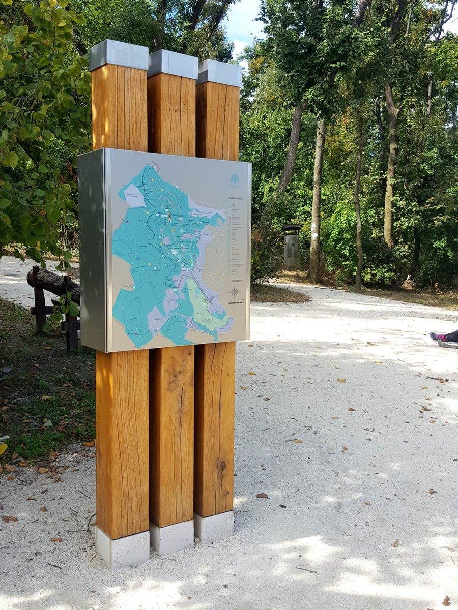 A Libegő felső állomásánál térkép, padok, játszótér és illemhely is rendelkezésre áll.