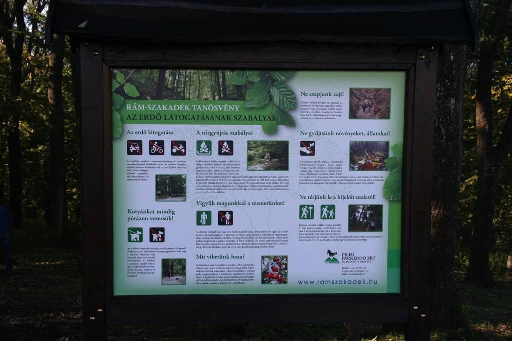 Információs tábla a kilátó mellett
