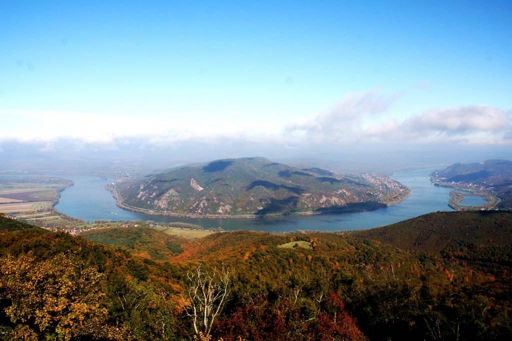 A Dunakanyar képe a 12 m magas kilátóról nézve