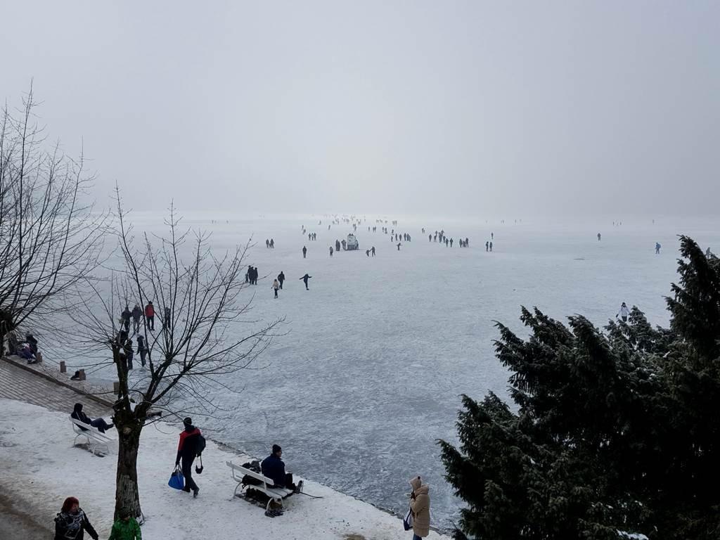 Bledi tó befagyva