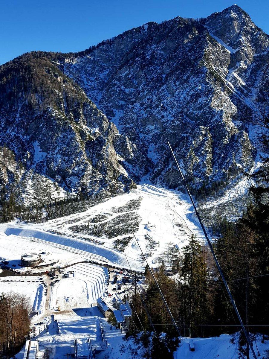 A Planica központja a legmagasabb síugró sánc tetejéről