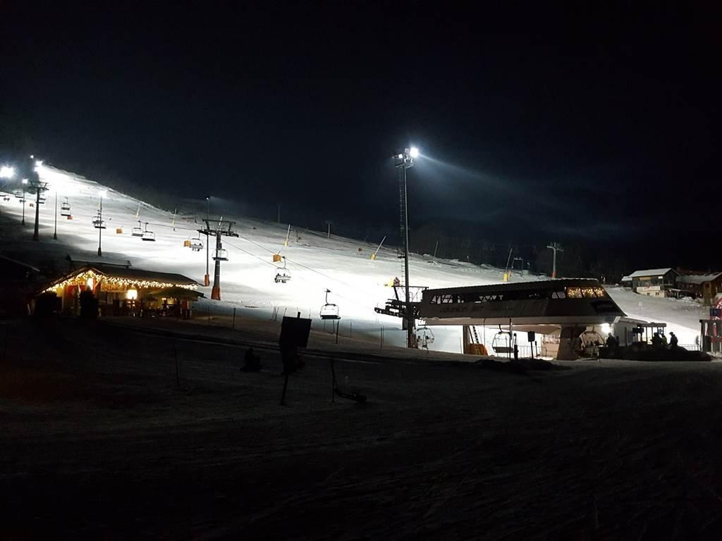 Éjszakai síelés Kranjska Gorán