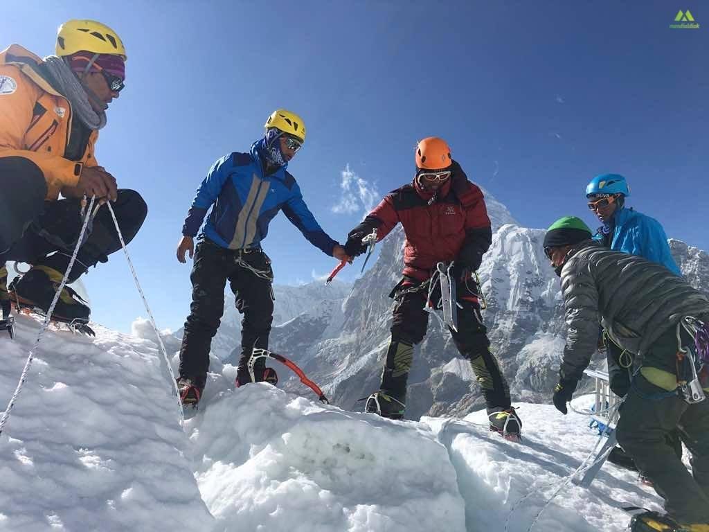 Útépítés a Khumbu-jégesésben