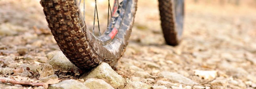 Hogyan állítsuk be MTB kerékpárunk guminyomását?