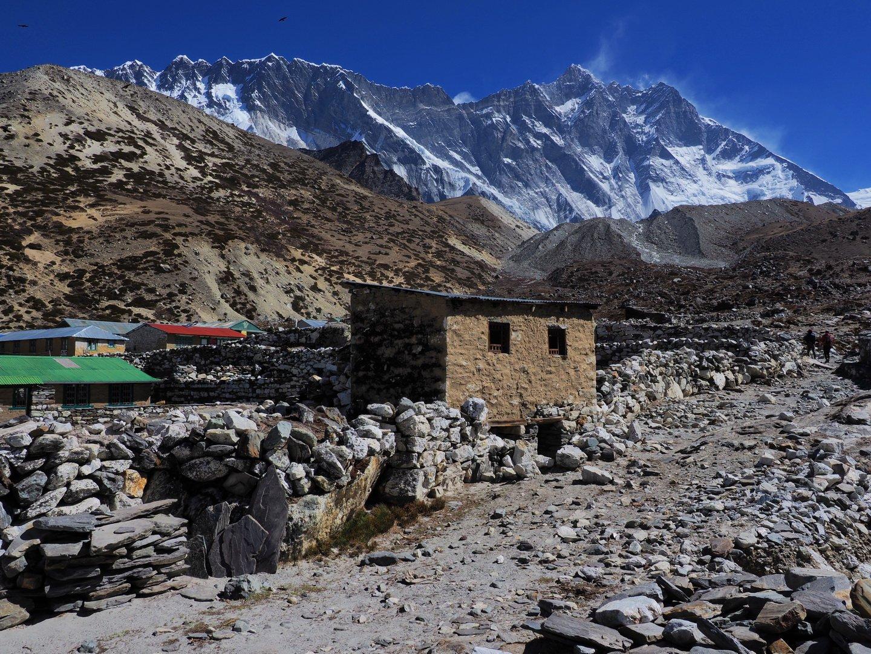 Chukung falu, mögötte a Nuptse és a Lhoce