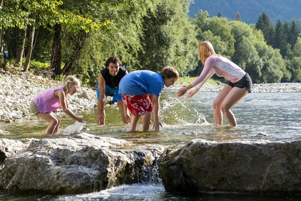 Vidám pancsolás a Sava folyóban