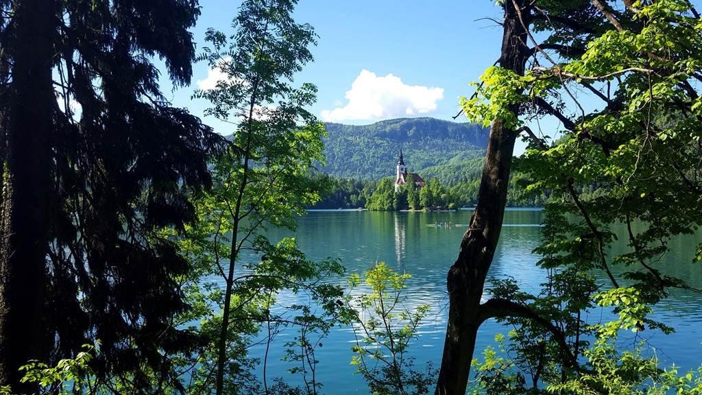 Bemelegítő tókerülő túra a Bledi-tó körül
