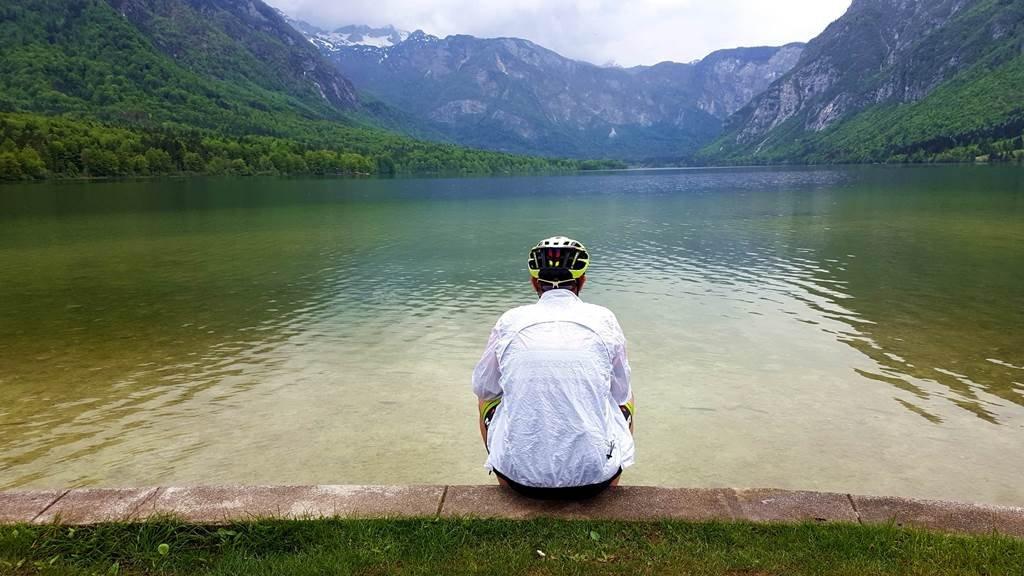 Egy jó kis bringázás után a célnál: Bohinji-tó