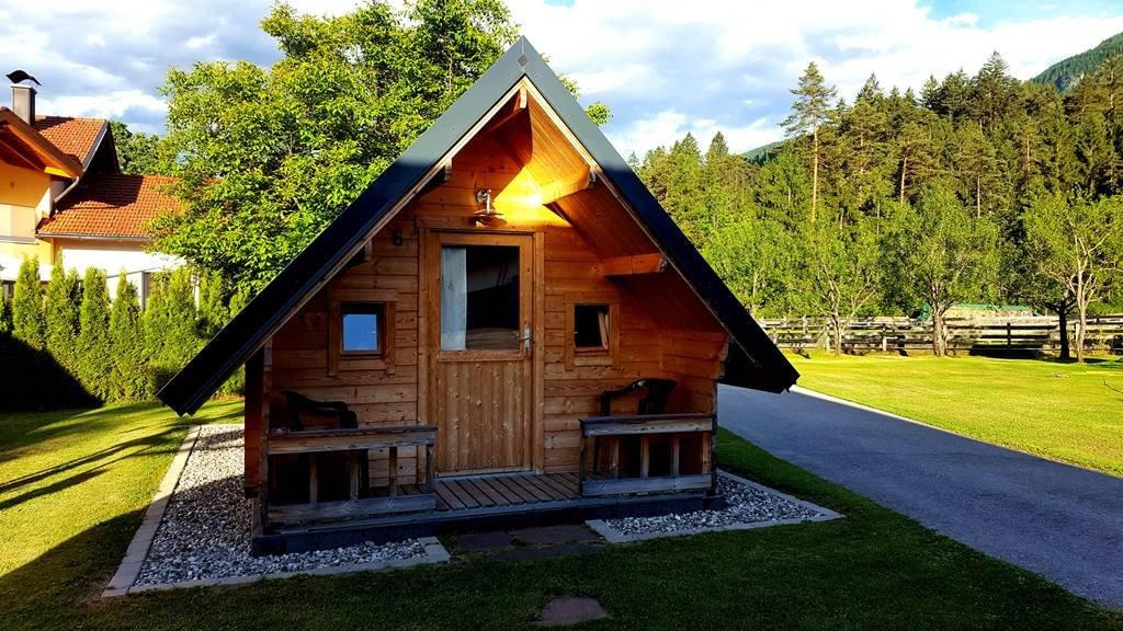 A Radlerstation Sandhof kerékpáros pihenő mini glamping faházai