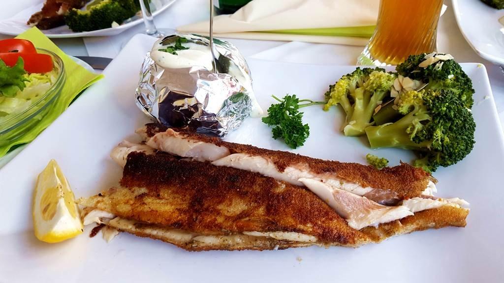 A Radlerstation Sandhofban rostonsült halat is rendelhetünk