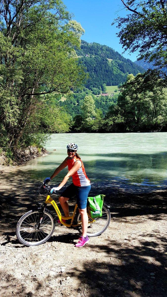 Árnyas homokpad csábít pihenésre a Dráva partján