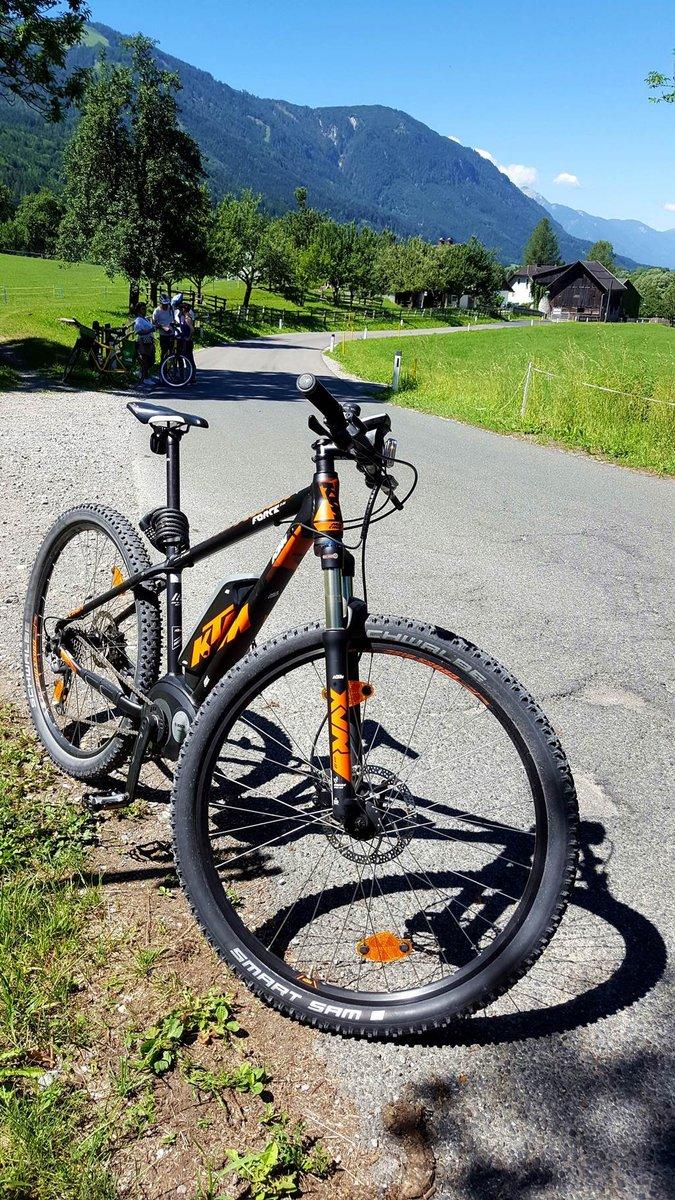 A trekking kerékpárokon kívül e-mountainbike is szerepelt a kínálatban