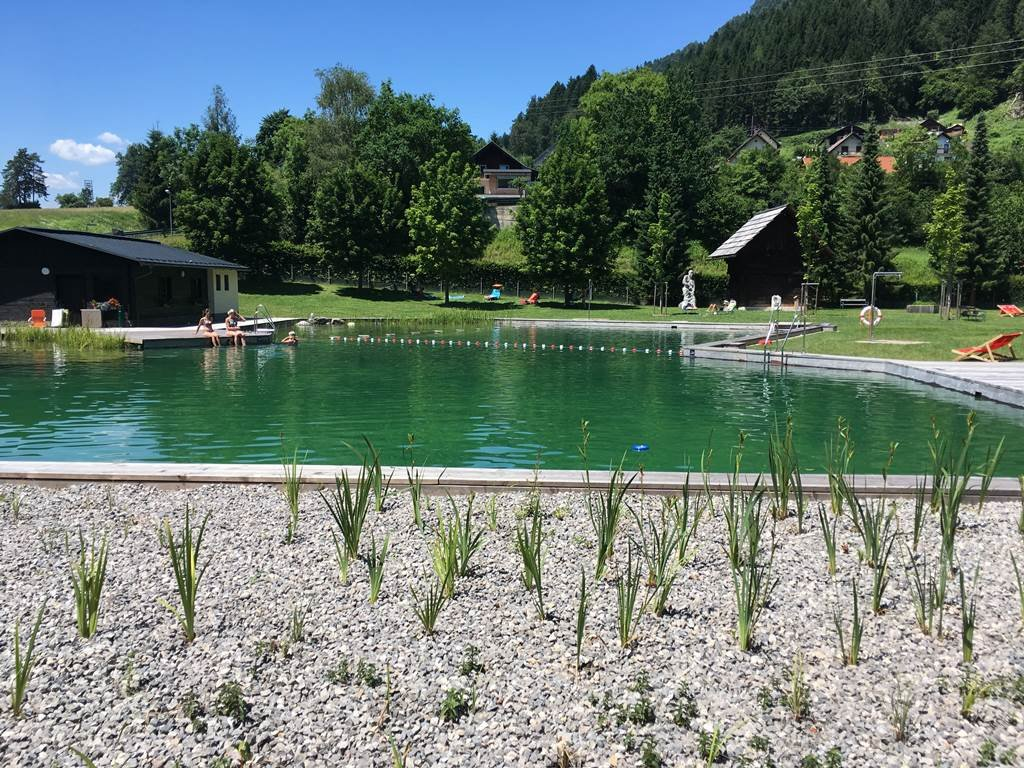Naturbad Puch - természetes fürdőtó és étterem