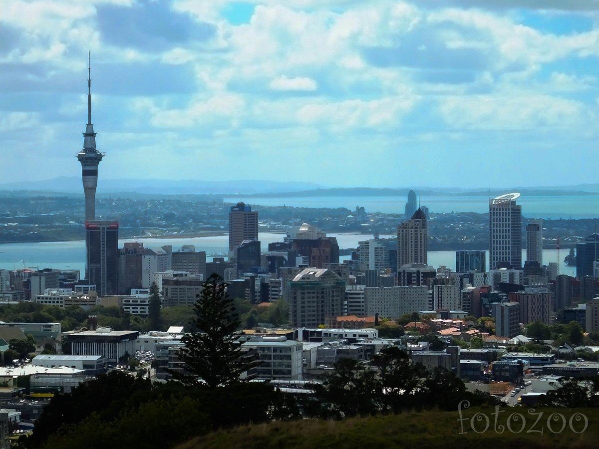 Falu a négyzeten? Nekem nem úgy tűnik. Auckland igazi világváros minden angol és ausztrál közhiedelem ellenére.