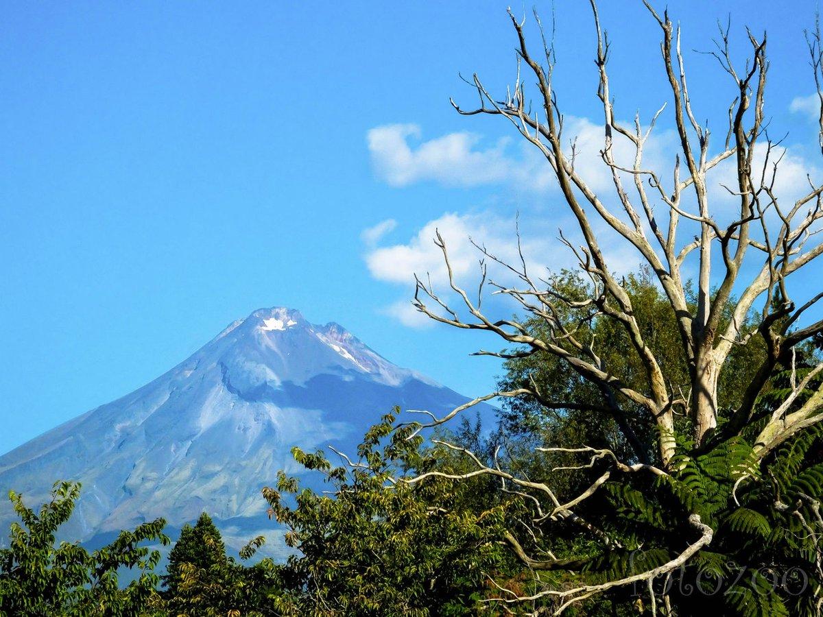 Vadkempingünkből irigylésre méltó kilátás tárul a Taranaki hegyre.