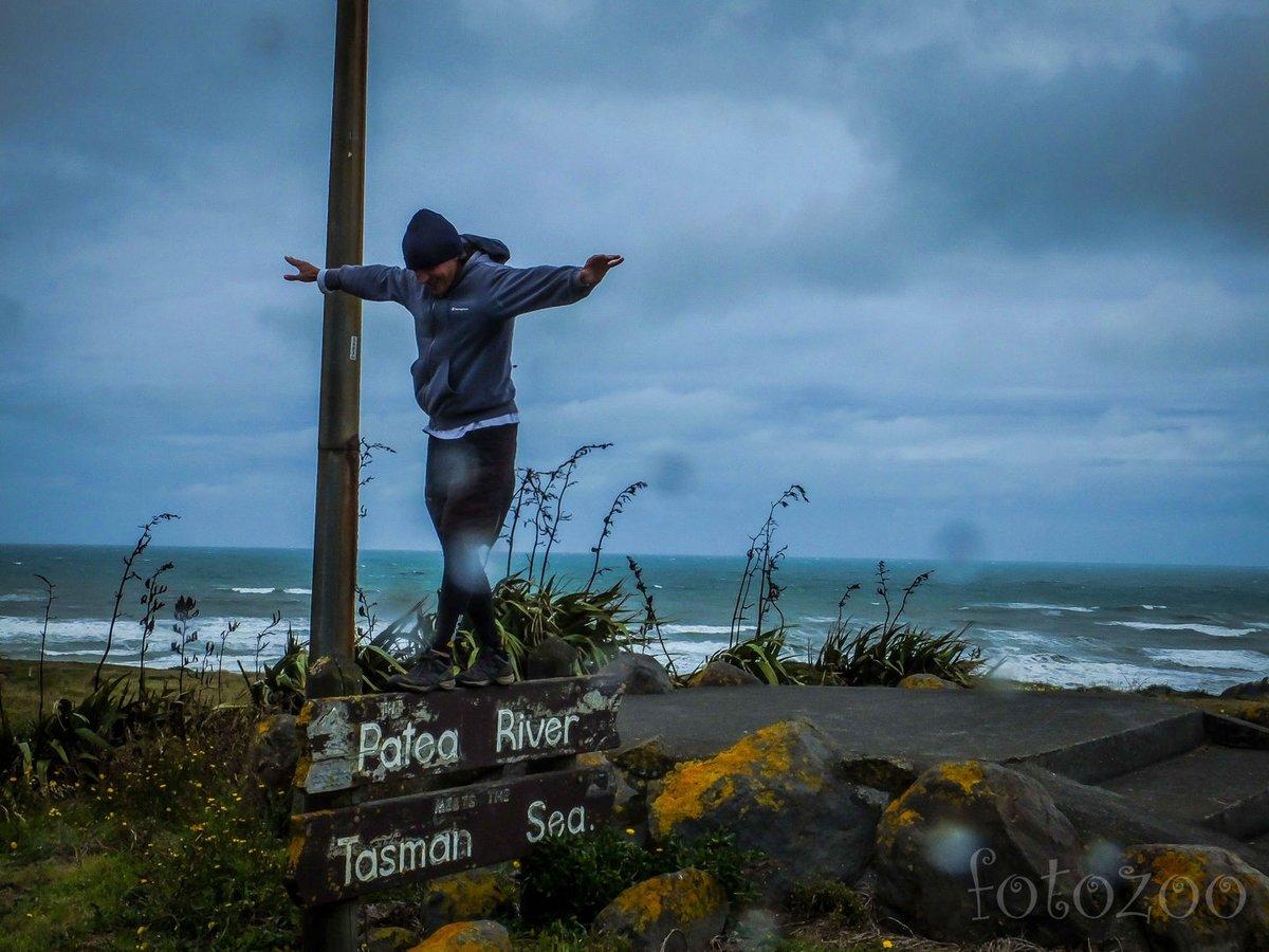 Itt találkozik a Patea folyó és a Tasmán-tenger. Mit mondjak, ennél szebb és jobb időben is találkozhatnának…Nyár kellős közepe van az ég szerelmére!!!